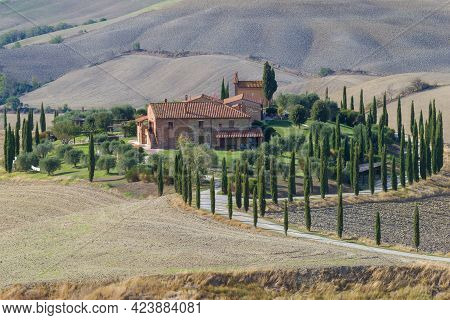 Tuscany, Italy - September 23, 2017: A Old Rural Estate In The Tuscan Landscape On September Afterno