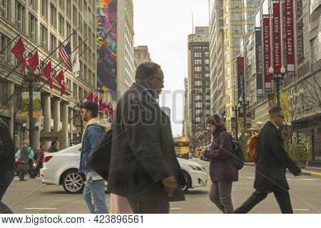 Chicago, Illinois - April 23,2018 : Street View Of State St With People Walking In Downtown Chicago,