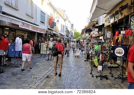 Pedestrian Shopping Aigues-mortes