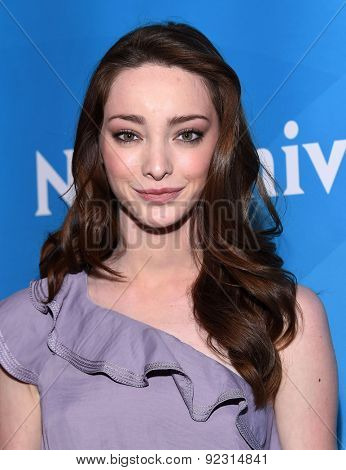 LOS ANGELES - APR 02:  Emma Dumont arrives to the NBCUniversal's Summer Press Day 2015  on April 02, 2015 in Hollywood, CA