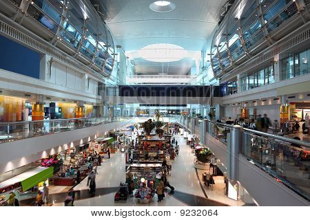Big Modern Shopping Center In Dubai International Airport