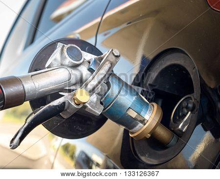 Fuel gun during liquid gas propane refill