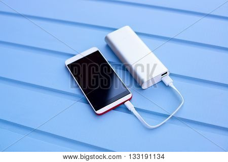 Powerbank Charging Smartphone