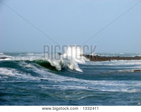 Side View Of Big Wave