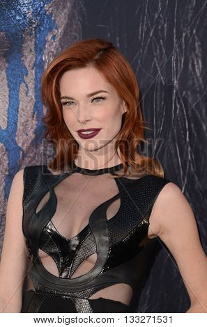 LOS ANGELES - JUN 6:  Chloe Dykstra at the Warcraft Global Premiere at TCL Chinese Theater IMAX on June 6, 2016 in Los Angeles, CA