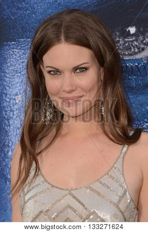 LOS ANGELES - JUN 6:  Anna Van Hooft at the Warcraft Global Premiere at TCL Chinese Theater IMAX on June 6, 2016 in Los Angeles, CA