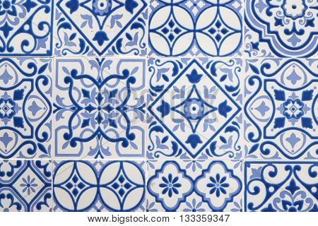 Tiled background with oriental ornaments - blue and white