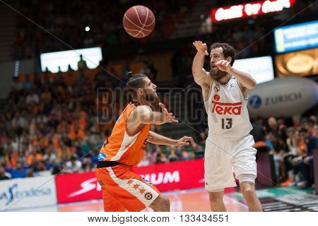 VALENCIA, SPAIN - JUNE 7th: Rodriguez (13) and Diot during 3rd playoff match between Valencia Basket and Real Madrid at Fonteta Stadium on June 7, 2016 in Valencia, Spain