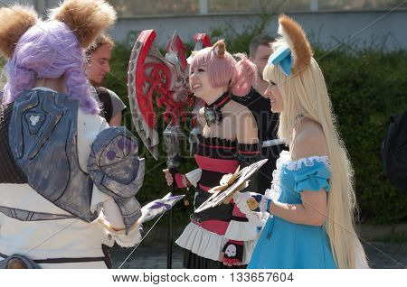 Three Cosplayers Dressed As The Character Elin From Game Tera