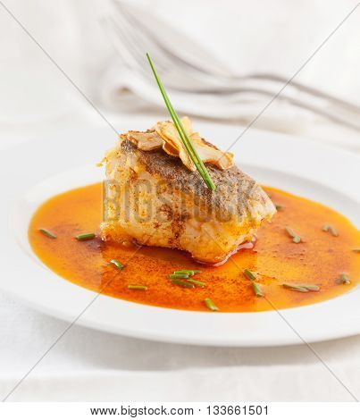 Cod with paprika sauce and garlic slices