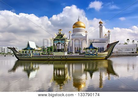 Sultan Omar Ali Saifudding Mosque, Bandar Seri Begawan, Brunei,