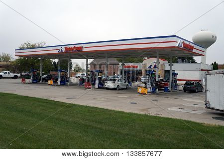 PLAINFIELD, ILLINOIS / UNITED STATES - OCTOBER 5, 2015: Motorists purchase gasoline at Thornton's Gasoline Station in Plainfield.