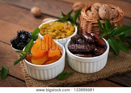 Mix Dried Fruits (date Palm Fruits, Prunes, Dried Apricots, Raisins) And Nuts. Ramadan (ramazan) Foo