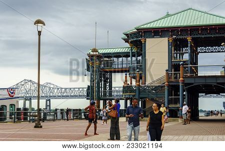New Orleans, Usa - Aug 20, 2017: Historic Multistorey Pier Structure At The Riverwalk, Along The Mis