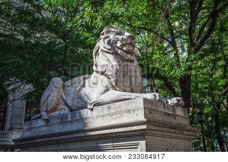 New York-july 22: Fortitude The North Facing Lion Sculpture Dedicated In 1911 At The New York City P