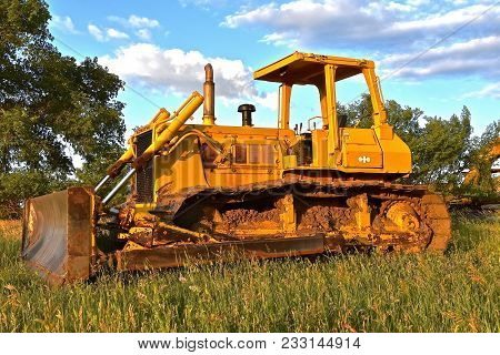 Isabel, South Dakota, June 23, 2017: The Old Bulldozer, A Product Of Komatsu A Tokyo, Japan Based Co