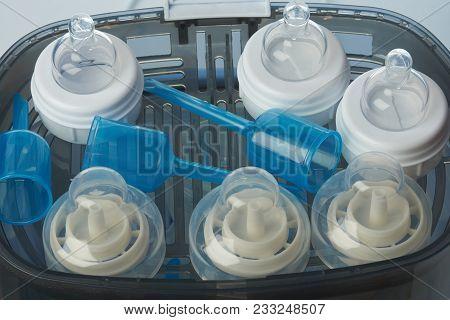 Feeding Plastic Bottle Accessories In Sterilizer Machine