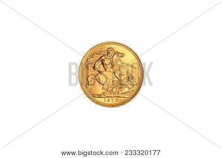 Great Britain Golden Coin Of Uk Pound In Gold, Gbp English Currency, Close Up Of The Tail Side Sterl