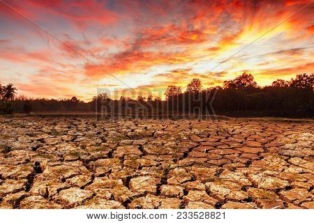 Concepts  Global Warming Problem Resolution With  Over Cracks Soil During The Dry Season No Water