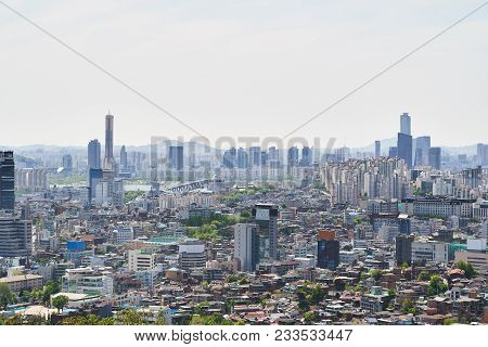 Cityscape Of Yongsan-gu And Mapo-gu With Wonhyo Bridge And Yeoui-do Island In Seoul, Korea. The View