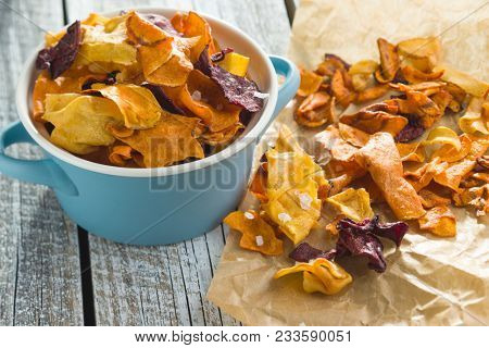 Mixed fried vegetable chips in pot.