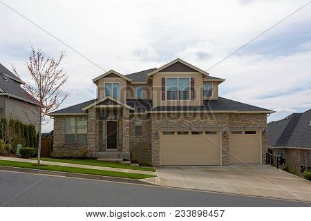 New Custom Built Upscale House In Happy Valley Oregon Suburban Neighborhood With Cultured Stone Exte
