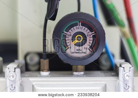 The Pressure Differential Gauge At The Inlet And The Outlet Of Compressed Air Equipment