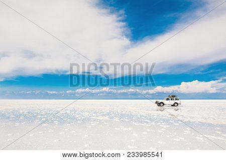 Salar De Uyuni, Bolivia - March, 26, 2017: Off-road Car Driving Through The Salt Flat Salar De Uyuni