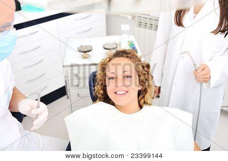 Zähne-Checkup bei Zahnarztpraxis