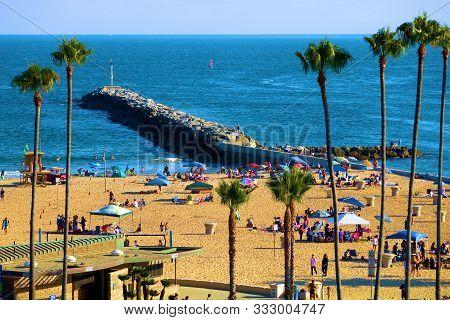 August 25, 2019 In Corona Del Mar, Ca:  Beachgoers On The  Beach Sunbathing And Other Doing Recreati