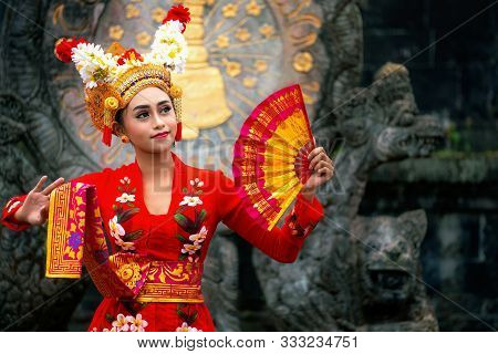 Balinese Girl Performing Traditional Dress, Indonesian Girl Dance With Hindu Temple Background, Indo
