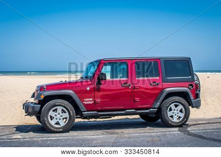 South Padre Island, Tx, Usa - March 3, 2019: A Jeep Wrangler Unlimited Sports Parked Along The Prese