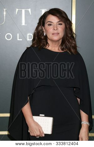 LOS ANGELES - NOV 11:  Annabella Sciorra at the