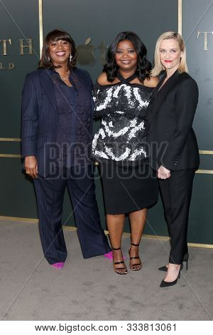 LOS ANGELES - NOV 11:  Nichelle D. Tramble, Octavia Spencer, Reese Witherspoon at the