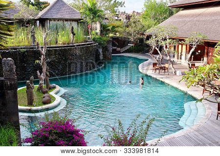 Ubud, Bali, Indonesia - August 7th Of 2019:  Young Mum And Little Kid Playing In The Main Swimming P