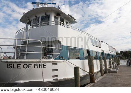 Bay Shore, New York, Usa - 5 September 2021: The Isla Of Fire Passenger Ferry Boat Socked In A Slip