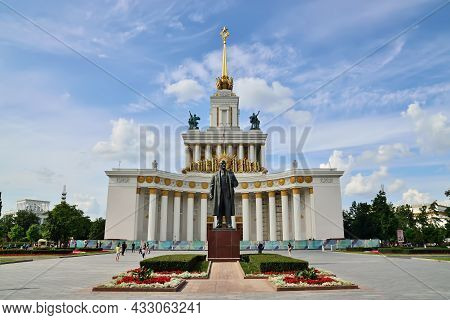 Moscow, Russia - August 25, 2020:view Of The  Main Pavilion And Monument To Lenin At Vdnh. Exhibitio