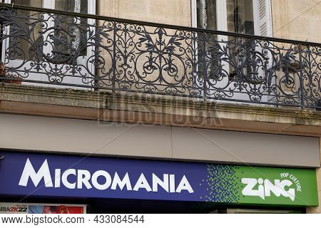 Bordeaux , Aquitaine  France - 09 10 2021 : Micromania Zing Logo Brand Shop And Text Sign Of Store V