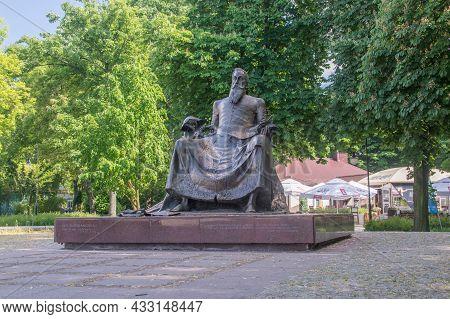 Radom, Poland - June 7, 2021: Monument Sculpture To Jan Kochanowski. Jan Kochanowski Was Polish Rena