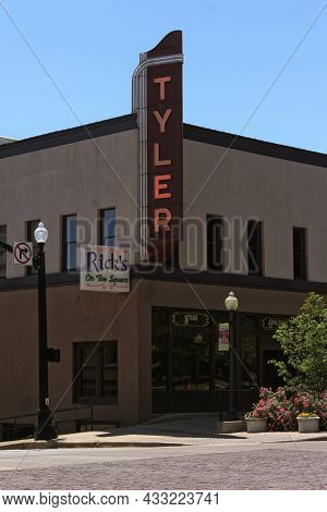 Tyler, Tx - April 21, 2019: Neon Tyler Sign Located Near The Courthouse In Downtown Tyler, Tx