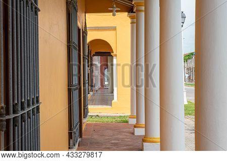 Tlacotalpan, Veracruz, Mexico- August 21, 2021: Corridor At The Exterior Of A Typical Yellow House I