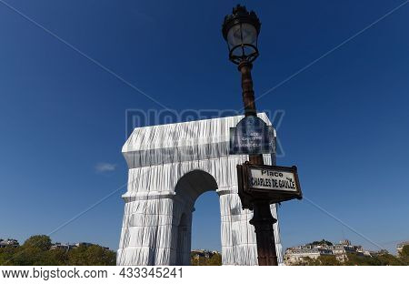 Paris, France-september 14, 2021 : The Triimphal Arch In Paris, One Of The World S Most Recognised M