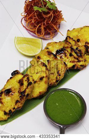 Zafrani Chicken Tikka, Saffron And Yoghurt Marinated Spiced Tandoori Tender Chicken Cubes Cooked In