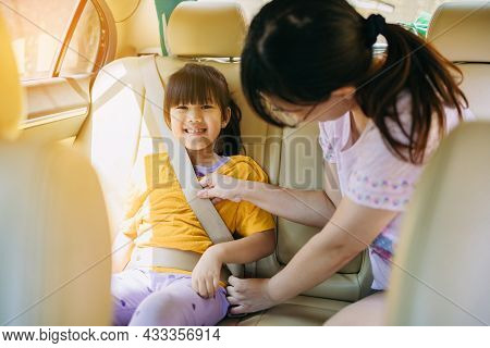 Mother Can Teach Kid To Start Wearing A Regular Seatbelt In Car When Child Are Between 8 And 12 Year