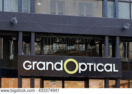 Bordeaux , Aquitaine  France - 09 10 2021 : Grand Optical Logo Brand Shop Glasses Store Eyeglassess