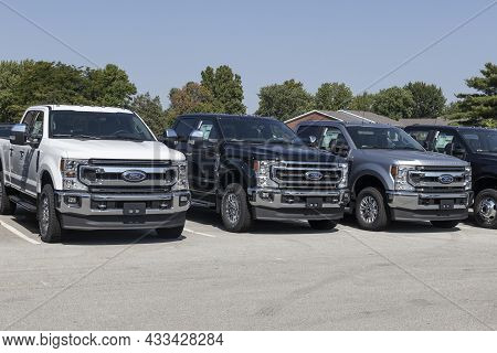 Kokomo - Circa September 2021: Ford F-250 And F350 Display At A Dealership. The Ford F250 And F350 A