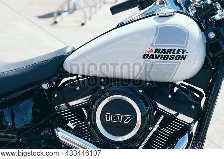 Bordeaux , Aquitaine  France - 09 10 2021 : Harley Davidson Roadster Logo On Sport Glide 107 Tank Of