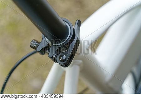 An image of a bicycle saddle quick release