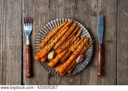 Healthy Homemade Roasted Carrots Ready To Eat. Glazed Carrot With Herbs And Garlic. Fried Carrot On