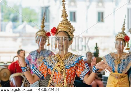 Nakhonpathom ,thailand-february 14,2021:traditional Thai Dance With Protective Face Shield To Preven